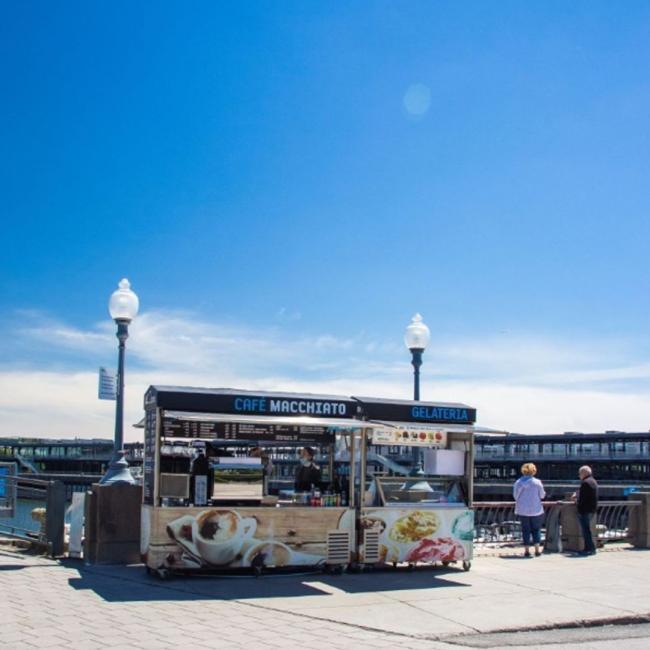 Pour ceux qui aime prendre une marche sur la promenade du Vieux-Port, ne manquez pas de l'accompagner d'un savoureux café du Café Macchiato! Et s'il fait chaud, ils proposent aussi des cafés glacé! 😋  . For those who love strolling along the promenade at the Old Port, why not add a delicious coffee to the mix from Café Macchiato! And you're in luck if the weather is hot… they serve iced coffee too! 😋  . @macchiatomtl #vieuxportmtl #oldportmtl #cafemacchiato #promenadeduvieuxport #mtljtm #montrealer #coffeetime #mtl #exploremontreal #coffeelover #feelgoodmoment #mtlmoment #thismtl