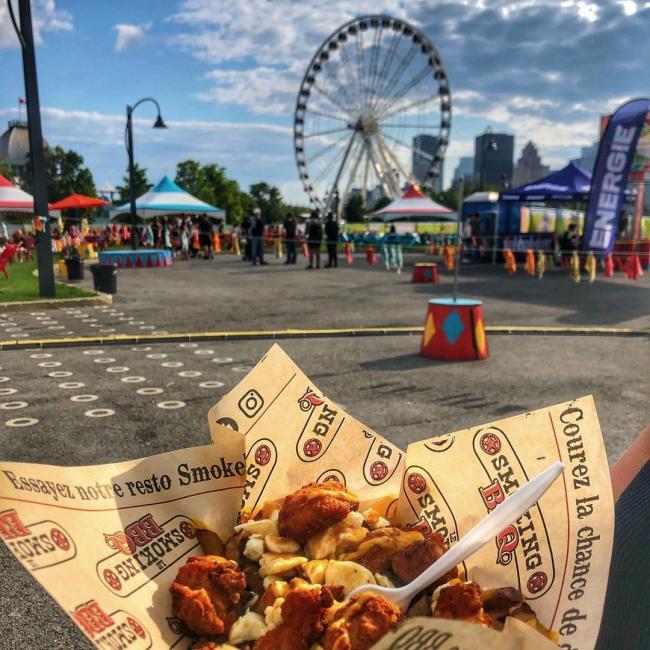 😋 🍟 Le Grand PoutineFest, c'est parti! À nous les frites et le fromage squick-squick!!!  Rendez-vous au Quai de l'Horloge jusqu'au 1er août!  ---------- 😋 🍟 Le Grande PoutineFest is underway! Fries, sauce and squeaky cheese galore!!! It all happens on Clock Tower Quay until August 1! -------- @legrandfoodfestqc #vieuxportmtl #oldportmtl #mtlfood #mtlfoodies #mtlmoment #mtllife #miam #yummy #montreal #foodfestival #poutinefestival #poutine #mtlblog #mtljtm